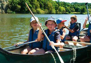 Loisirs et activités pour enfants au bord de l'étang en Bretagne
