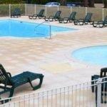 piscine-promotions-location-vacances-piscine-Bretagne-estivale-domaine-du-moulin-neuf-terres-de-france-chalets-petits-prix-pas-cher-Rochefort-en-Terre-Morbihan-Vannes