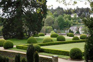 Les jardins à la française château en Bretagne proche Domaine Moulin Neuf